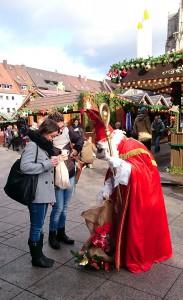 Der Nikolaus ist da und bringt Geschenke
