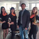 Stephan Kalhamer, Mathematiker, DPSB-Präsident, Pokertrainer, Autor und Speaker mit unseren VIP Hostessen