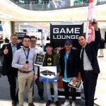 Siegerehrung für den Gewinner der PS4 in der Game Lounge 2016 der Glacis Galerie