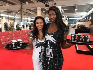 Promotion für afri cola durch unsere Messehostessen Amanda und Sima auf der FachGastroSüd 2017 in Ulm