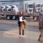 VIP-Hostess an der Rennstrecke beim 100-jährigen Jubiläum der Magirus-LKW-Sparte